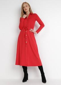 Czerwona sukienka born2be z kołnierzykiem w stylu casual koszulowa