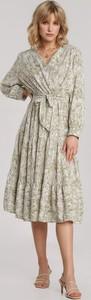 Sukienka Renee z dekoltem w kształcie litery v z długim rękawem midi