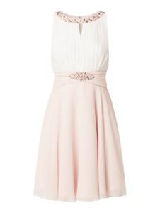 Sukienka Jake*s Cocktail z okrągłym dekoltem mini z szyfonu
