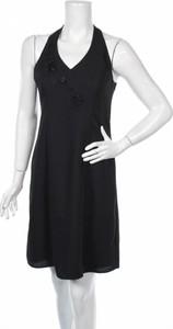 Sukienka Karin Stevens z dekoltem w kształcie litery v w stylu casual bez rękawów