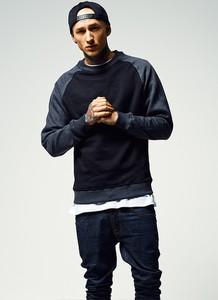 Sweter Urban Classics w młodzieżowym stylu