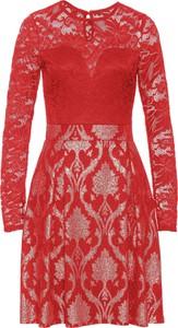 Czerwona sukienka bonprix bodyflirt boutique na randkę z długim rękawem