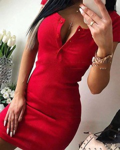 Czerwona sukienka Kendallme dopasowana mini z dekoltem w kształcie litery v