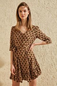 Sukienka Trendyol z dekoltem w kształcie litery v mini w stylu casual