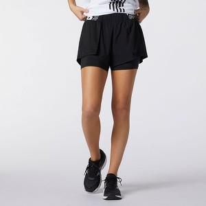 Czarne szorty New Balance w sportowym stylu