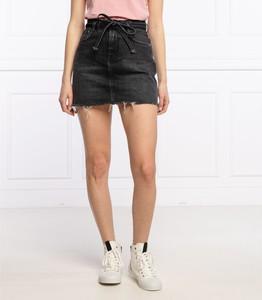 Czarna spódnica Pepe Jeans w młodzieżowym stylu mini