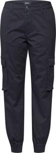 Czarne spodnie Only w militarnym stylu