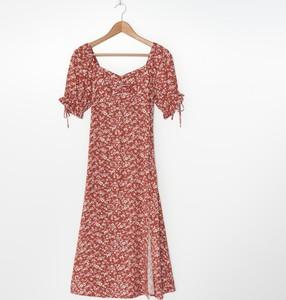 Pomarańczowa sukienka House z krótkim rękawem midi z dekoltem w kształcie litery v