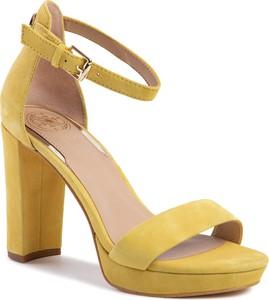 Żółte sandały Guess