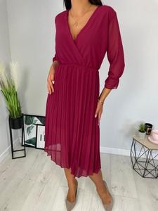Czerwona sukienka ModnaKiecka.pl w stylu casual z długim rękawem z dekoltem w kształcie litery v
