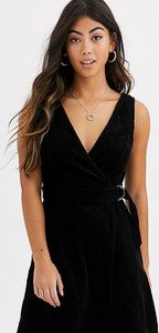 Czarna sukienka New Look Petite na ramiączkach ze sztruksu