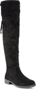 Czarne kozaki Tamaris z płaską podeszwą w stylu casual na zamek