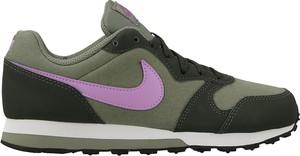 Zielone buty sportowe Nike z płaską podeszwą sznurowane w sportowym stylu