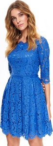 Niebieska sukienka Top Secret z długim rękawem z dekoltem w kształcie litery v