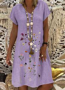 Fioletowa sukienka Sandbella z dekoltem w kształcie litery v trapezowa z krótkim rękawem