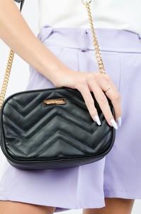 Czarna torebka Olika pikowana