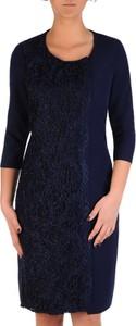 Niebieska sukienka POLSKA z tkaniny z długim rękawem z okrągłym dekoltem