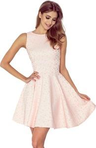 Różowa sukienka NUMOCO bez rękawów z okrągłym dekoltem z żakardu