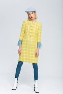 Żółta sukienka Zoee z wełny z okrągłym dekoltem