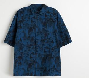 Granatowa koszula Reserved z nadrukiem z krótkim rękawem z klasycznym kołnierzykiem