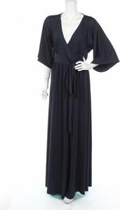 Granatowa sukienka By Malina maxi z długim rękawem kopertowa