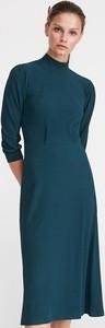 Niebieska sukienka Reserved z dzianiny z długim rękawem