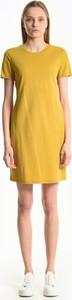 Żółta sukienka Gate z okrągłym dekoltem