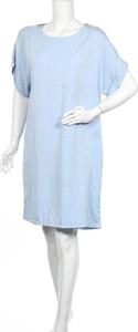 Sukienka Second Female z okrągłym dekoltem z krótkim rękawem prosta
