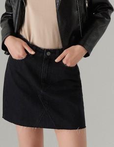 Czarna spódnica Mohito w street stylu z jeansu mini
