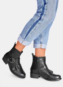 Czarne botki DeeZee na obcasie w stylu casual
