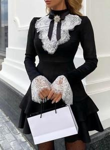 Czarna sukienka Sandbella mini z okrągłym dekoltem