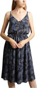 Sukienka Sessun z dekoltem w kształcie litery v mini rozkloszowana