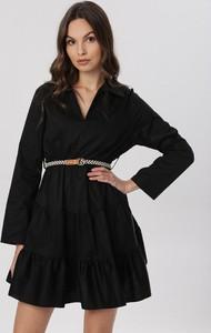 Czarna sukienka born2be z dekoltem w kształcie litery v z długim rękawem