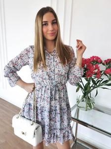 Sukienka Perfe w stylu casual z okrągłym dekoltem mini