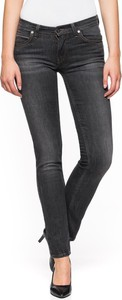 Czarne jeansy Lee w street stylu