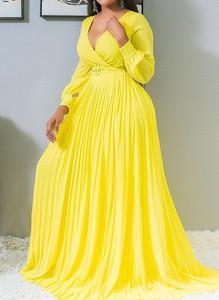 Żółta sukienka Sandbella z długim rękawem z dekoltem w kształcie litery v