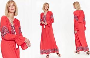 Czerwona sukienka Top Secret z długim rękawem maxi