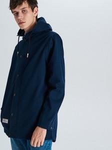 Granatowy płaszcz męski Cropp w młodzieżowym stylu