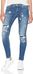 Niebieskie jeansy amazon.de w młodzieżowym stylu