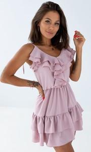 Różowa sukienka SELFIEROOM z okrągłym dekoltem