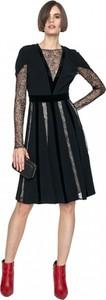 Czarna sukienka ANETA KRĘGLICKA X L'AF rozkloszowana z okrągłym dekoltem