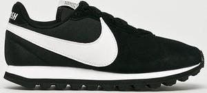 Czarne buty sportowe Nike Sportswear sznurowane z płaską podeszwą