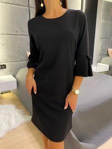 Czarna sukienka ModnaKiecka.pl z okrągłym dekoltem