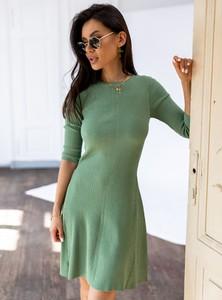 Zielona sukienka SELFIEROOM z długim rękawem z okrągłym dekoltem