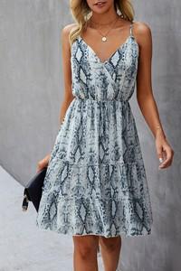 Sukienka IVET na ramiączkach z dekoltem w kształcie litery v midi