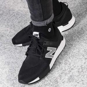 Czarne buty sportowe New Balance sznurowane w młodzieżowym stylu