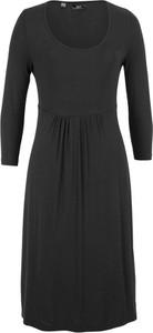 Czarna sukienka bonprix bpc bonprix collection rozkloszowana z długim rękawem midi