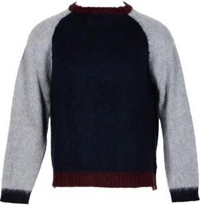 Sweter In The Box z okrągłym dekoltem w stylu casual