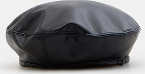 Czarna czapka Mohito