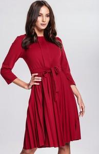 Czerwona sukienka renee na wesele z długim rękawem rozkloszowana